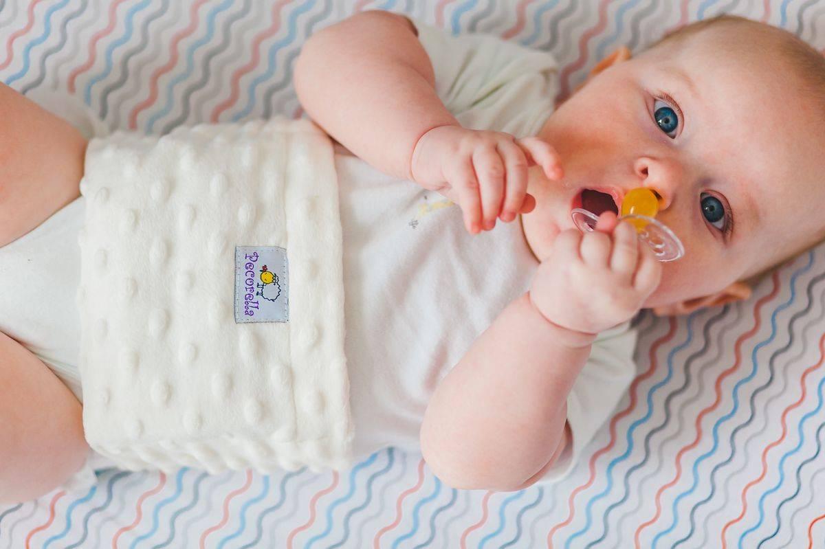 Грелка для новорождённого от колик: какую выбрать, обзор