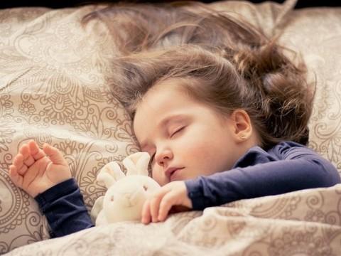 Ребенок засыпает только на руках - что делать?