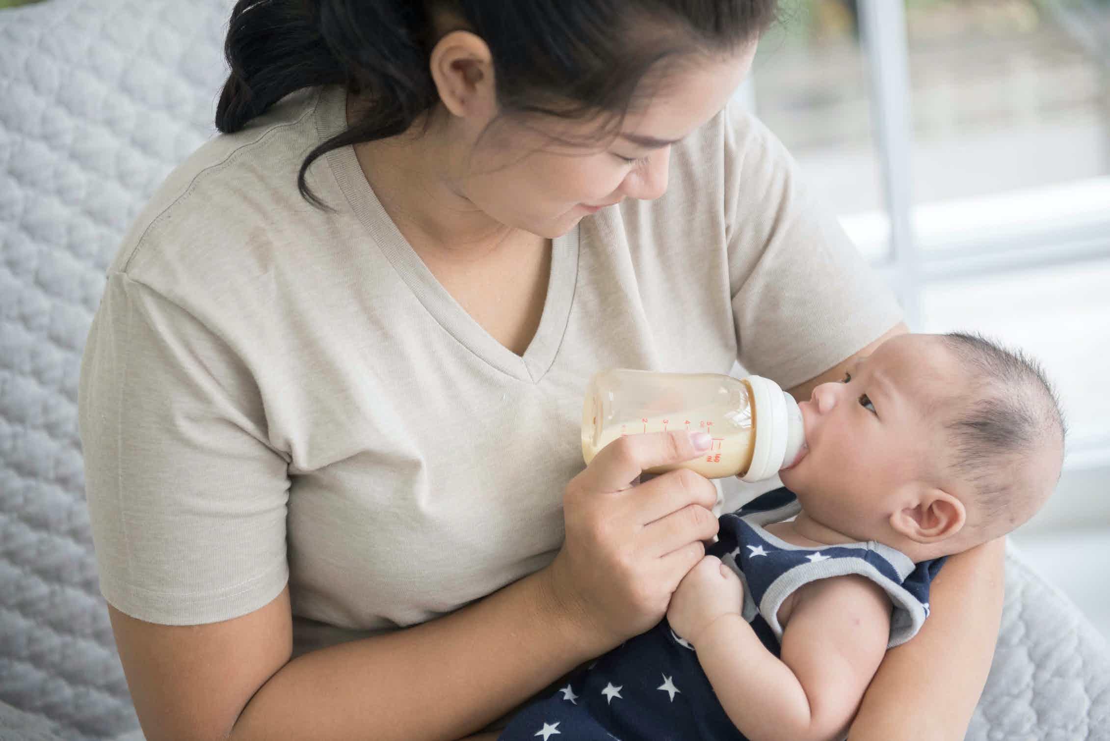 Мама простудилась: можно ли кормить и чем лечиться