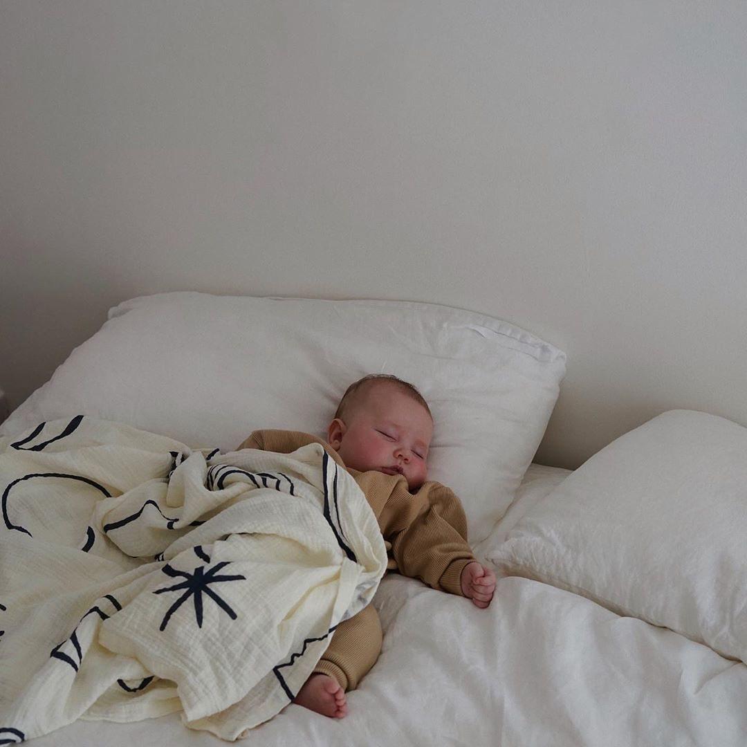 Можно ли грудничку спать на животе
