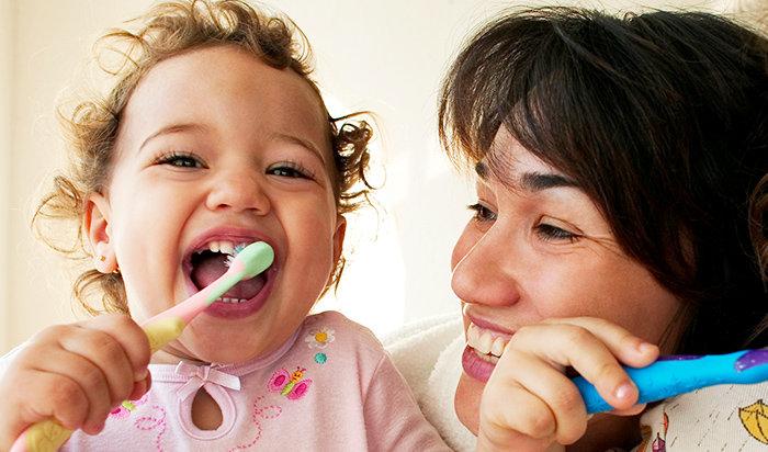 Топ-7 простых и эффективных способов приучить ребенка чистить зубы