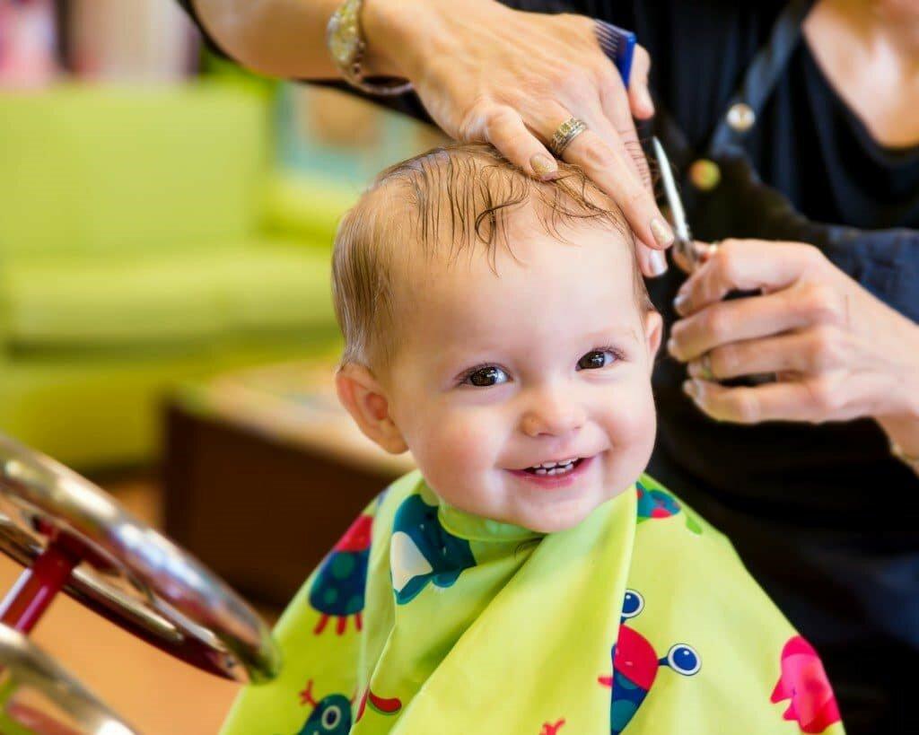 Стрижка мальчика ножницами дома: как правильно стричь волосы по схеме в домашних условиях?