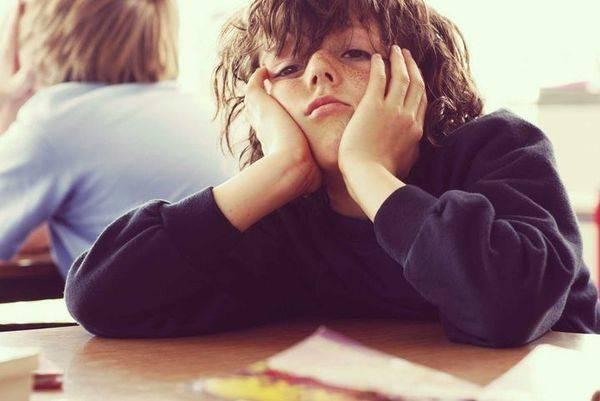 Ребенок не отпускает от себя маму ни на шаг: что делать?