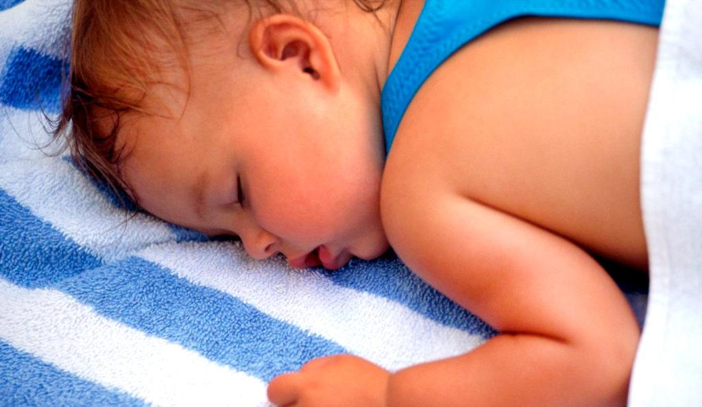 Как отучить ребенка ночью писать в кровать: советы родителям