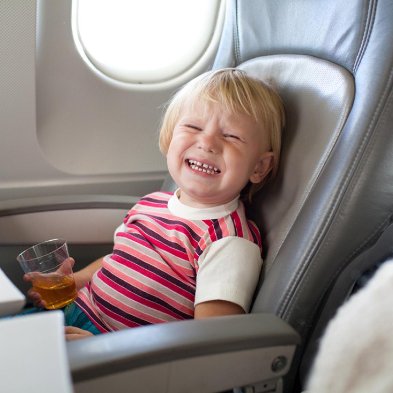 Комфорт на высоте: какие места в самолете лучше выбрать, если вы летите с ребенком