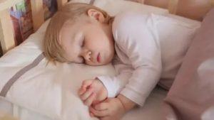 Ребенок беспокойно спит и много ворочается ночью