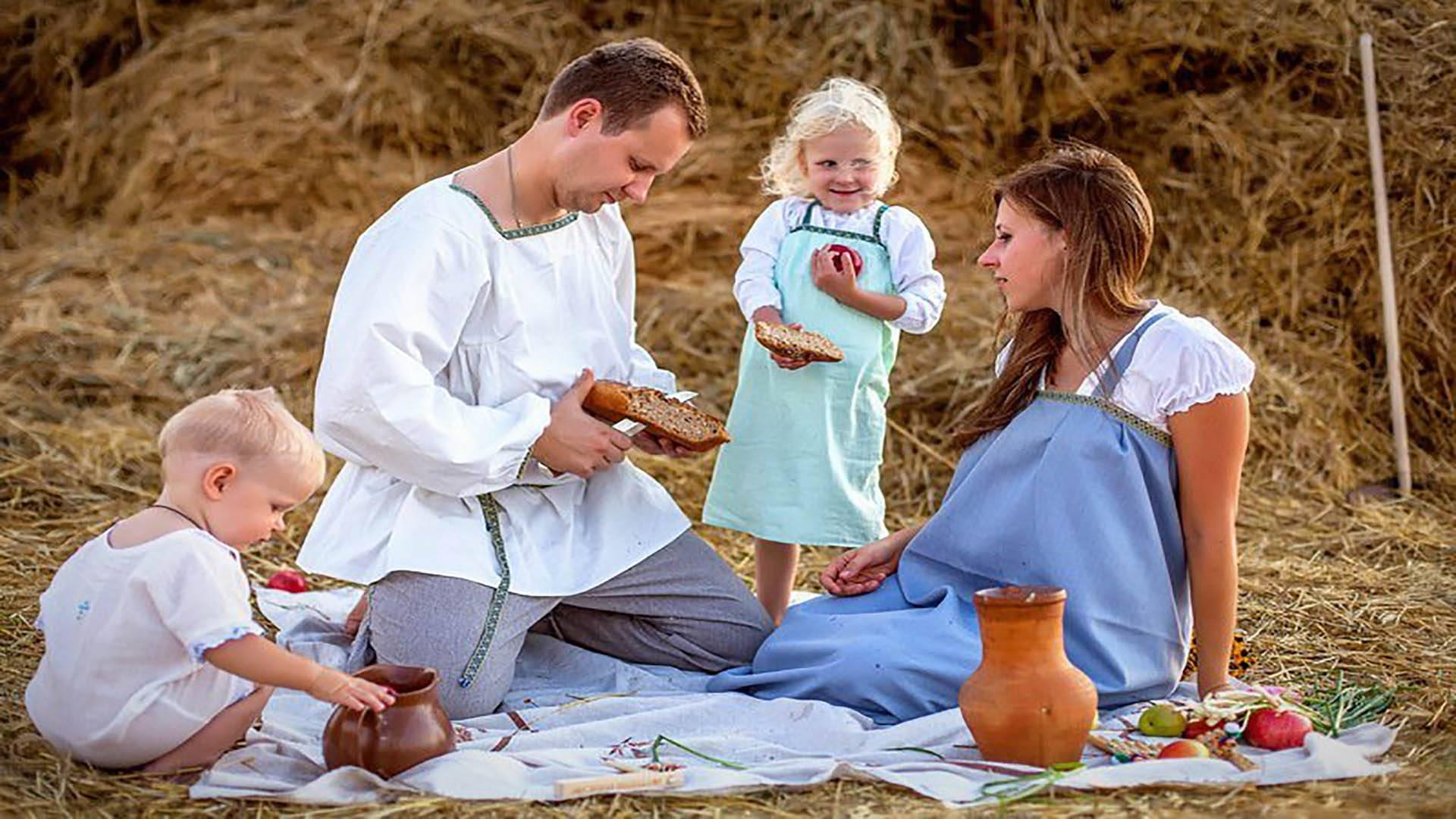 Зачем нужны семейные ритуалы и традиции