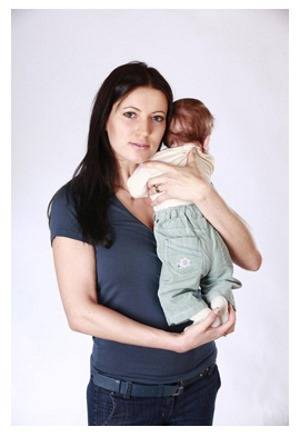 Как держать новорожденного столбиком после кормления?