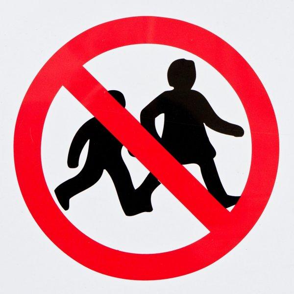 Почему нельзя запрещать ребёнку пачкаться: советы психологов