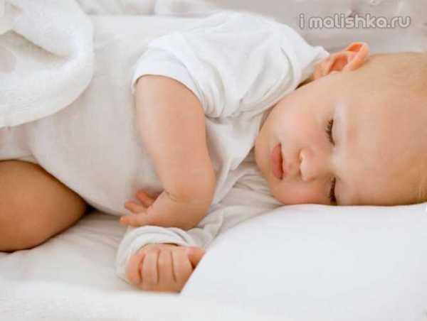Почему новорожденные и груднички спят с открытыми глазами 2020