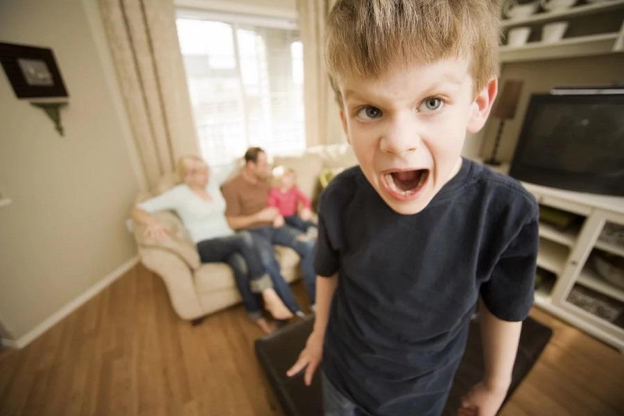 Гиперактивность ребенка: симптомы и что делать
