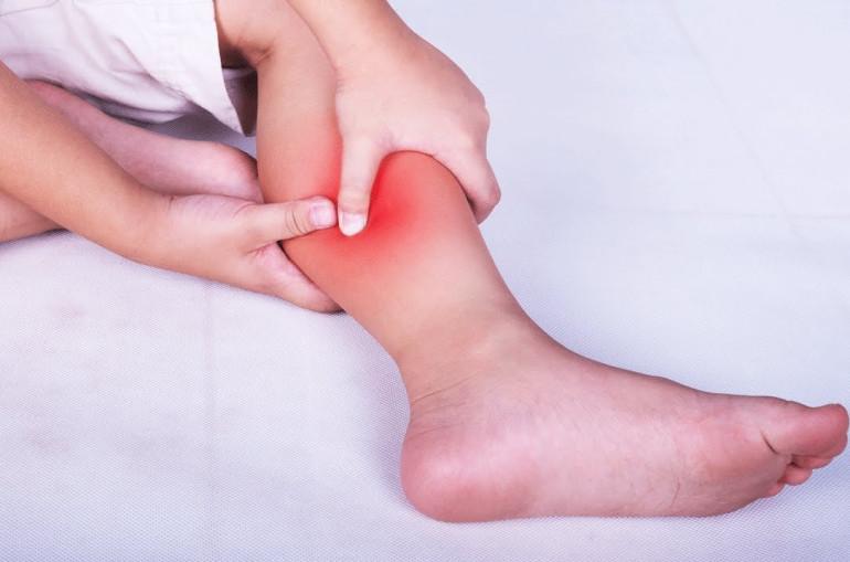 Болят кости и суставы у подростка - диагностика и лечение, диета, как передается, признаки