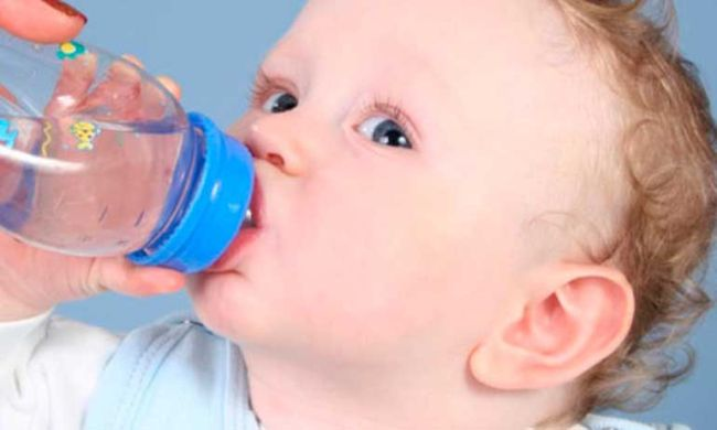 Нужно ли новорожденным давать пить воду?